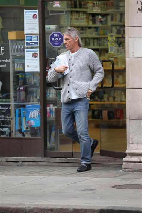 Paul Weller - Paul Weller Photos - Paul Weller Visits the